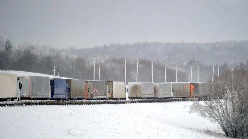 """Фото: Виталий Залесский, """"«МИР 24»"""":http://mir24.tv/, платон, фуры, грузовики, дорога, зима"""