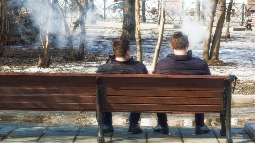 Друзья  в парке,весна, парк, аллея, друг, друзья, скамейка, мужчина, ,весна, парк, аллея, друг, друзья, скамейка, мужчина,