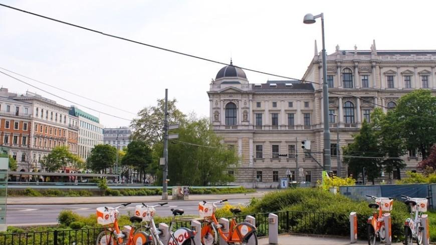 """© Фото: Елизавета Шагалова, """"«МИР 24»"""":http://mir24.tv/, велосипеды, вена, парковка велосипедов"""