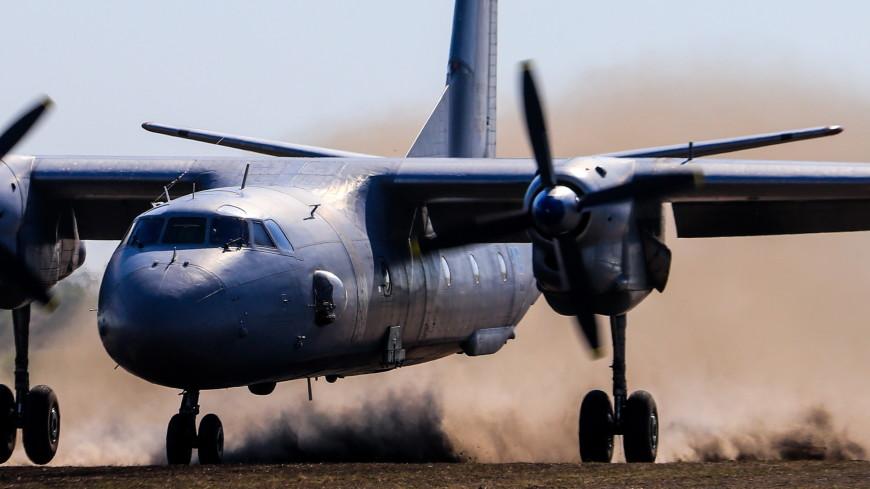 Ан-26 выкатился за пределы посадочной полосы в Подмосковье