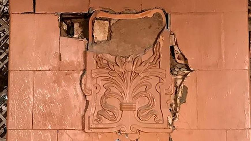 В Москве при реставрации дома нашли печь с изразцами в стиле модерн