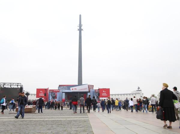 Память сердца: москвичи присоединились к акции «МИРа» на Поклонной горе (ФОТО)