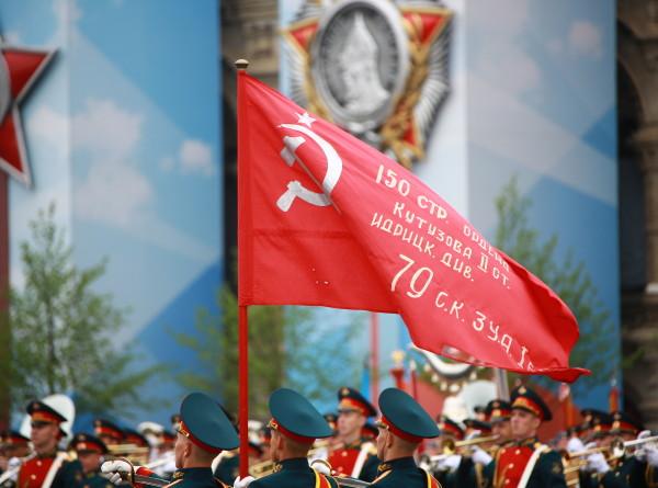 Парад на Красной площади: без самолетов, зато с девушками (ФОТО)