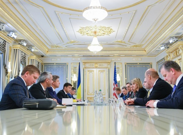 Зеленский предложил провести референдум об отношениях с Россией