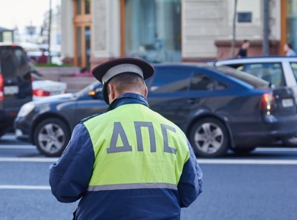 Плюют на все нарушения: лихачей на каршеринговых авто проверило ГИБДД