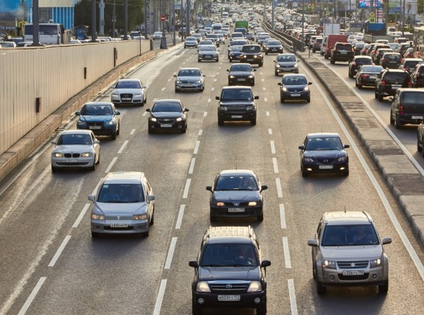 Научно доказано: женщины водят машину лучше мужчин