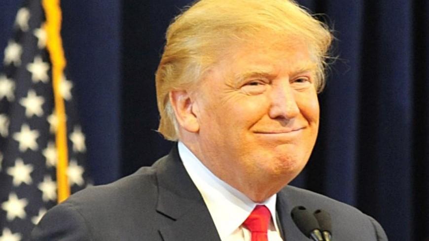 Американец нарядился стеной и пришел на митинг к Трампу