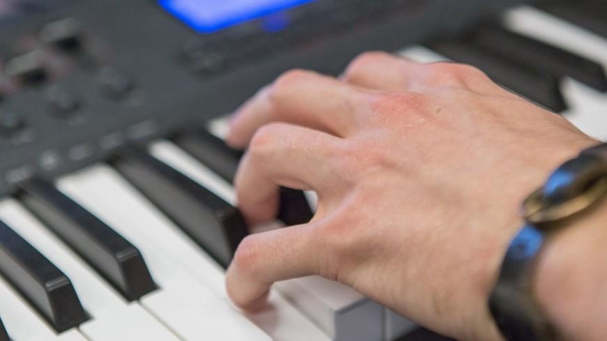 "Фото: ""«Мир 24»"":http://mir24.tv/, пианино, музыканты студия матвиенко, музыкальные инструменты, клавиши"