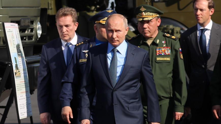 Путин осмотрел МиГ-31 с гиперзвуковой ракетой «Кинжал»