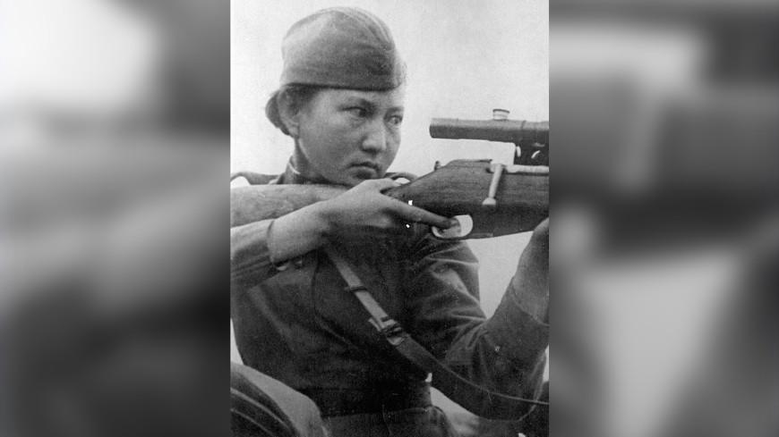 В Петербурге открыли памятник снайперу Алие Молдагуловой