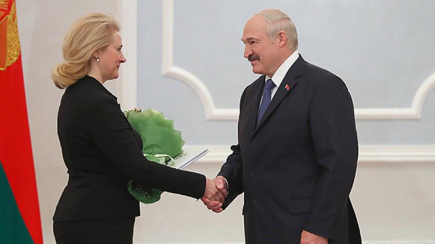 Лукашенко привел к присяге судью КС Аллу Бодак