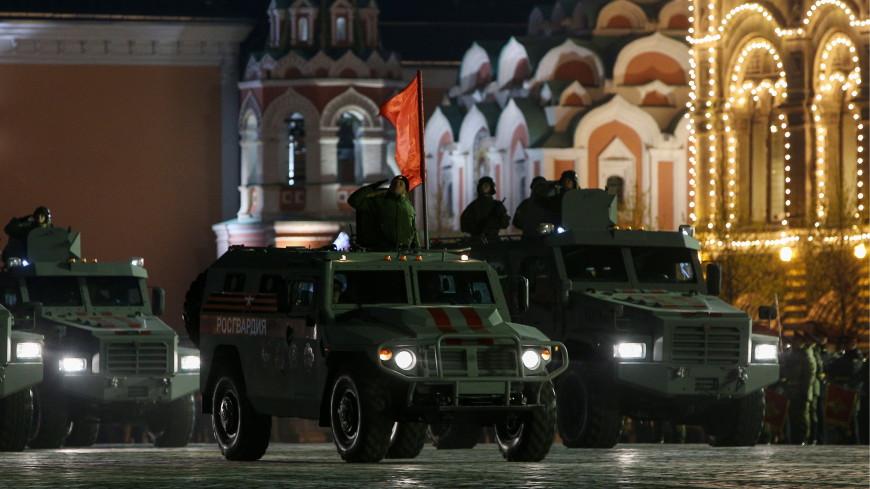 По Красной площади проехали «Тигры», «Терминаторы», «Буки» и Aurus