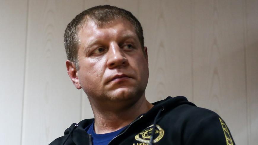 Александр Емельяненко разбил лицо пауэрлифтеру с помощью кепки