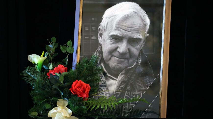 В петербургском Парке Городов-Героев открыли памятную доску Даниилу Гранину