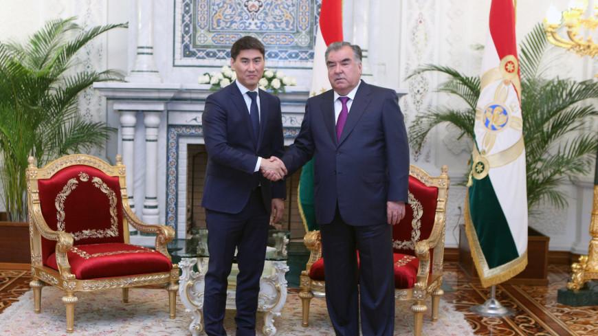 Развитие отношений: Эмомали Рахмон встретился в главой МИД Кыргызстана