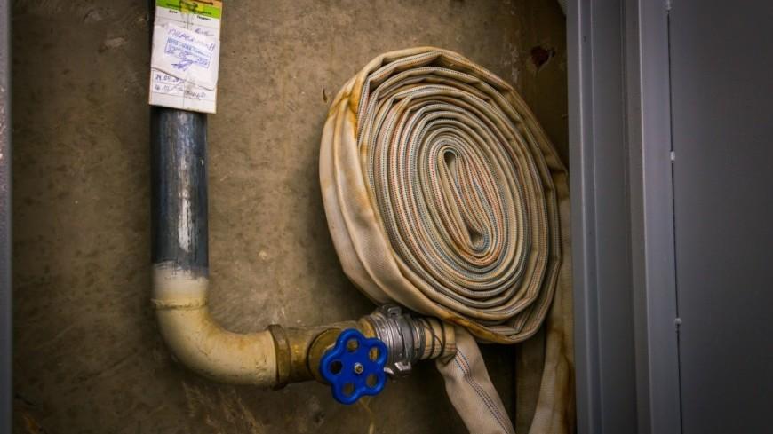 Пожарные ликвидировали крупное возгорание на складе в Ленобласти