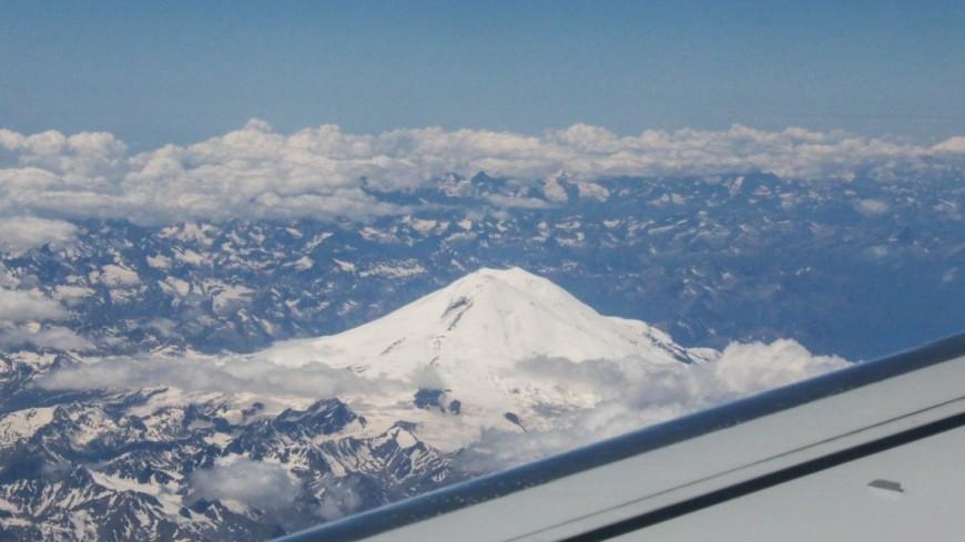 армения, самолет, аэропорт, горы,