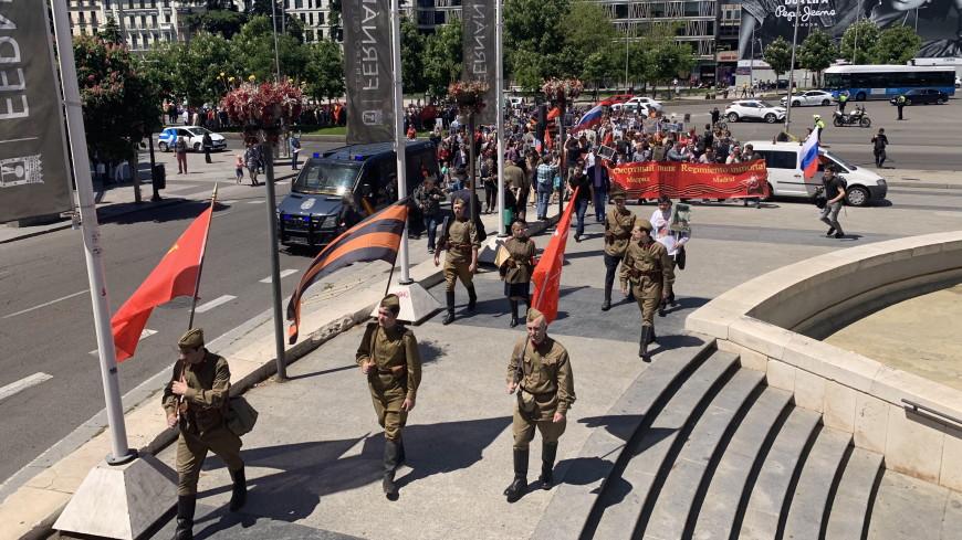 Сотни людей прошлись в «Бессмертном полку» в Мадриде