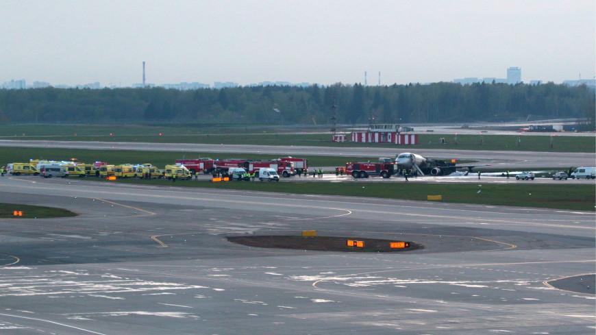 «Аэрофлот»: Двигатели Superjet-100 загорелись после посадки