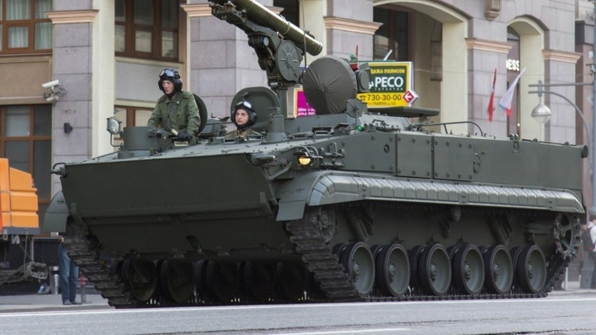 Московских водителей попросили ограничить поездки из-за репетиции парада