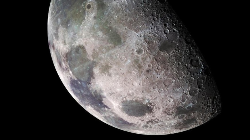Китайский луноход впервые взял образцы уникальных пород лунной мантии