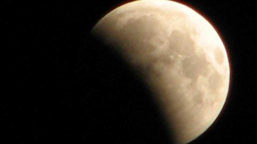 Москвичи смогут наблюдать сближение полной Луны с Юпитером