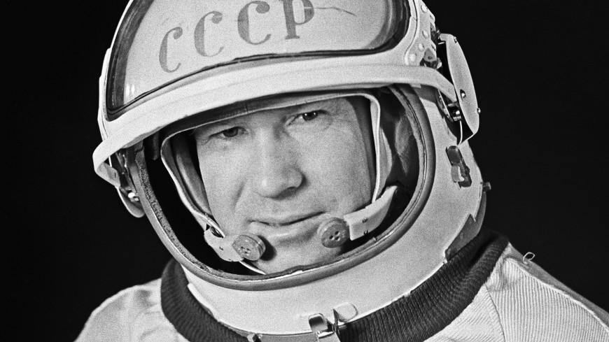 Звезды, тишина и стук сердца: как Леонов шагнул в отрытый космос