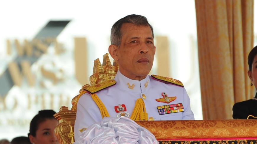Король Таиланда лишил всех титулов свою фаворитку за своенравность