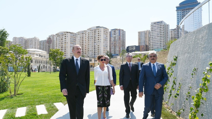 Ильхам Алиев открыл новый парк в центре Баку