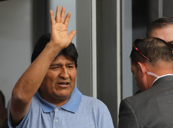 Моралес попросил папу римского и ООН «успокоить любимую Боливию»