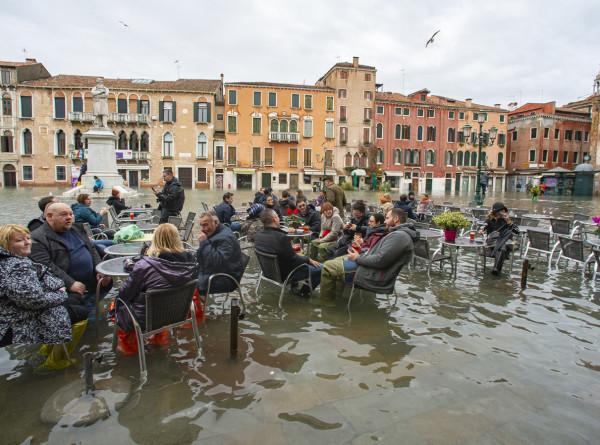 Венеция под водой: история о том, как смыло один миллиард евро
