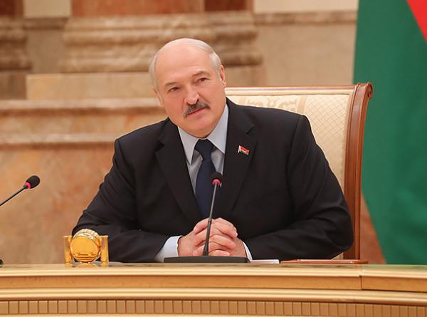 «Примете – спасибо, нет – потерпим». Лукашенко прорубил окно в Европу