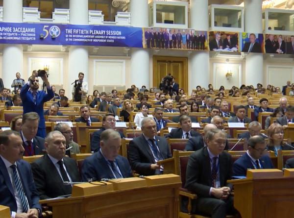 Память сердца: депутаты стран СНГ выступили против переписывания истории