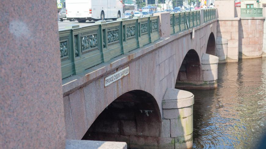 """Фото: Марина Дыкун (МТРК «Мир») """"«Мир 24»"""":http://mir24.tv/, проход судов запрещен, санкт-петербург, питер, аничков мост, река фонтанка, фонтанка"""