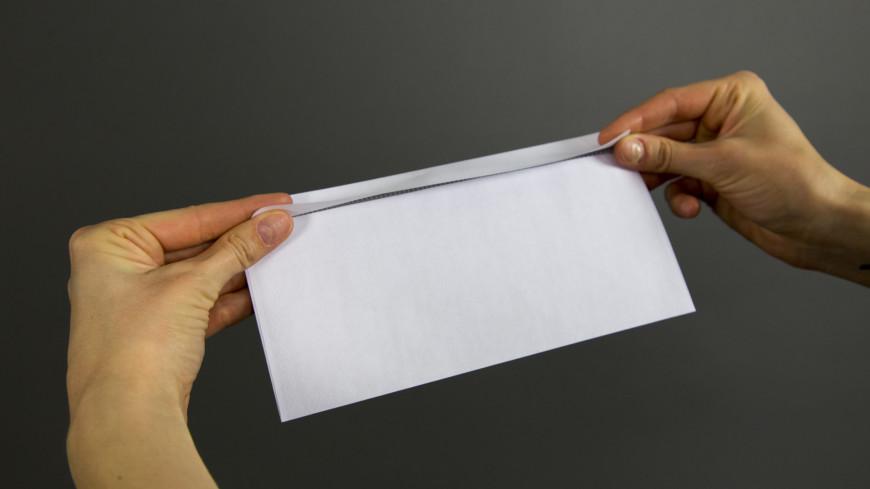 """Фото: Дмитрий Белицкий """"«Мир 24»"""":http://mir24.tv/, уведомление, конверты, конверт, подарок, взятка, письмо, бумага, почта, послание, переписка"""