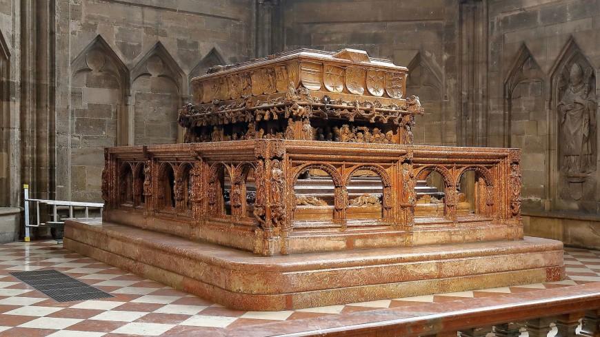 Археологи заглянули в нетронутую гробницу Фридриха III