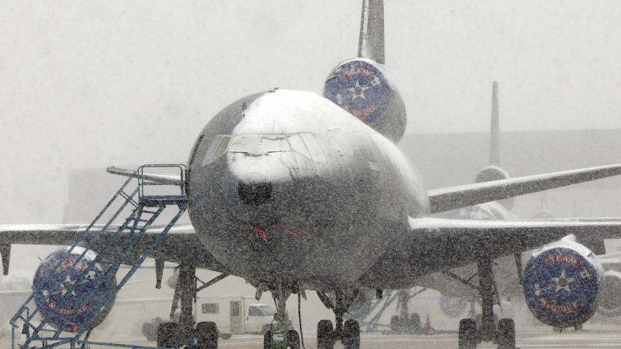 "Air Force KC-10A Extender Фото: Denise Gould, ""Минобороны США"":http://www.defense.gov/, самолет, снегопад, снегопад в сша, самолет - зима"