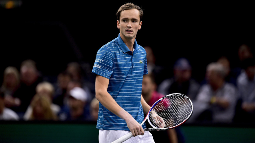 Медведев уступил Надалю в матче Итогового турнира АТР