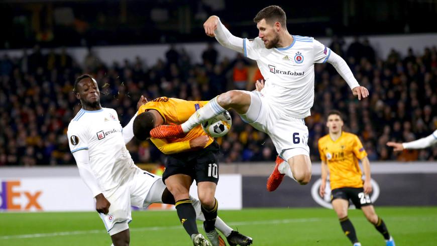 Футболист случайно нокаутировал соперника во время игры