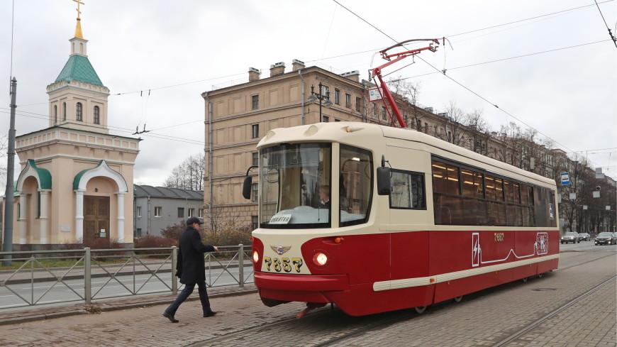 Дешевле «Чижика»: трамвай на водороде совершил первый рейс в Петербурге