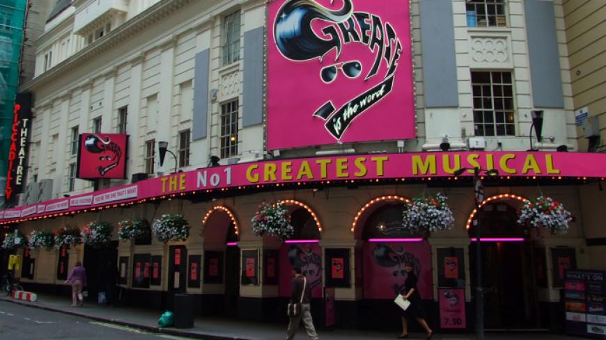 В лондонском театре Пикадилли на зрителей упал потолок: есть пострадавшие