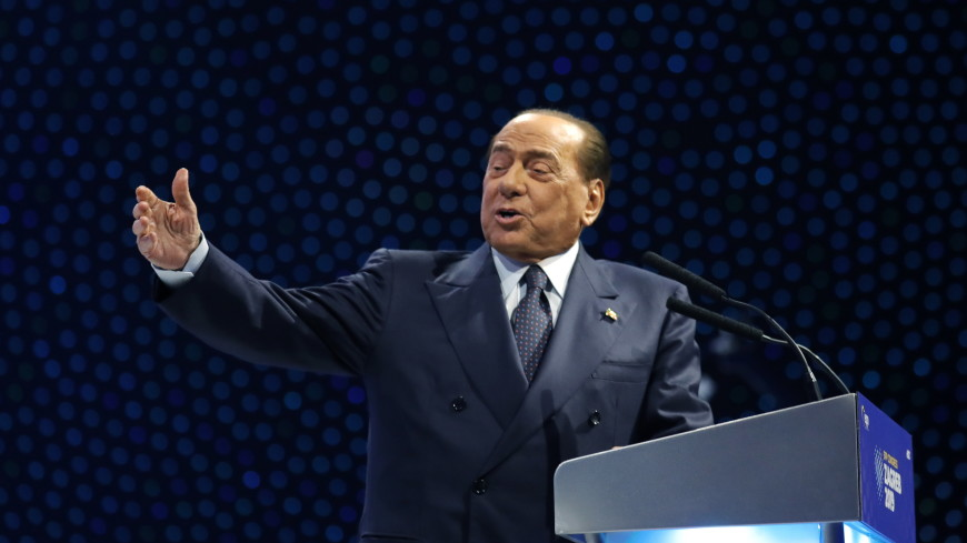 Желающие сфотографироваться довели Берлускони до больницы