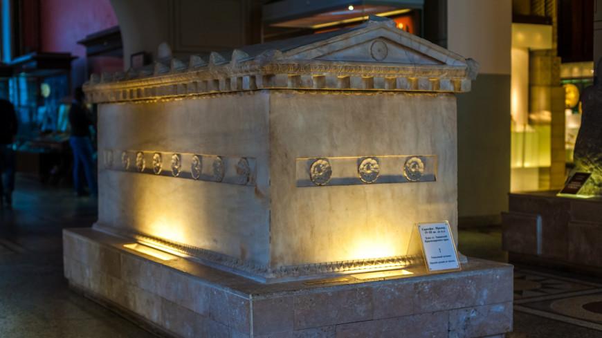 В Луксоре нашли расписные саркофаги в виде человеческих фигур