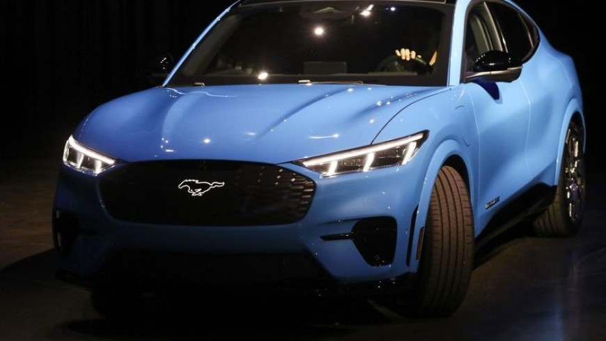 Конкурент Tesla: Ford официально представил электрокроссовер Mustang Mach-E