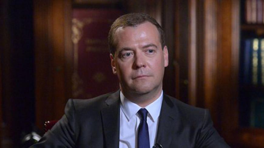 Медведев обсудил торгово-экономическое сотрудничество с премьером Таиланда