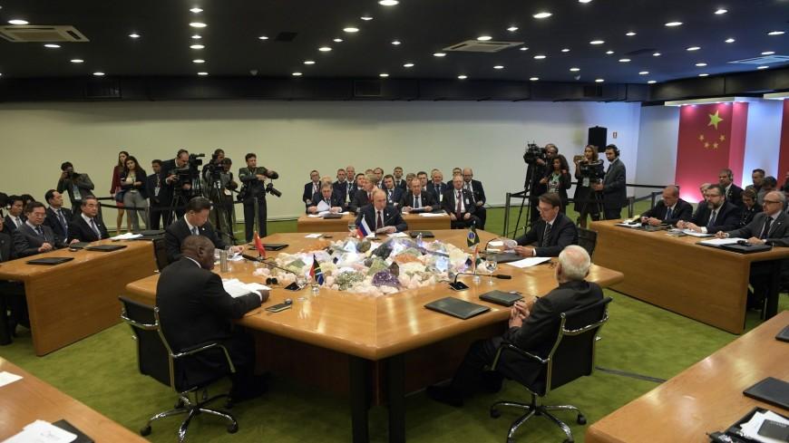 Песков: Путин обсудил контроль над вооружениями с лидерами БРИКС