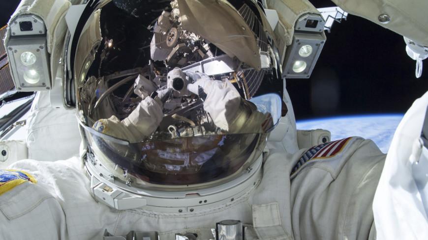 """Фото: """"NASA"""":https://www.nasa.gov/, космонавт, астронавт, космос, открытый космос"""