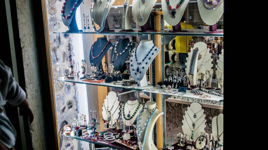 """Фото: Сергей Минеев (МТРК «Мир») """"«Мир 24»"""":http://mir24.tv/, магазины, черногория, будва, ювелирка, колье, украшение, бриллиант, драгоценности, ювелир, золото, серебро, магазин"""