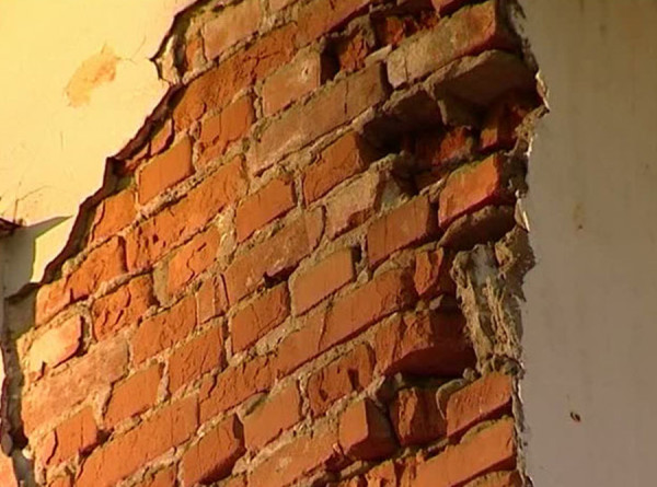 Обрушившийся в Приморье дом обследует мобильный комплекс