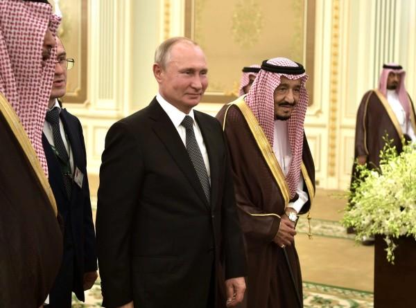 «Кречет очень хороший»: Путин подарил саудовскому королю камчатскую птицу